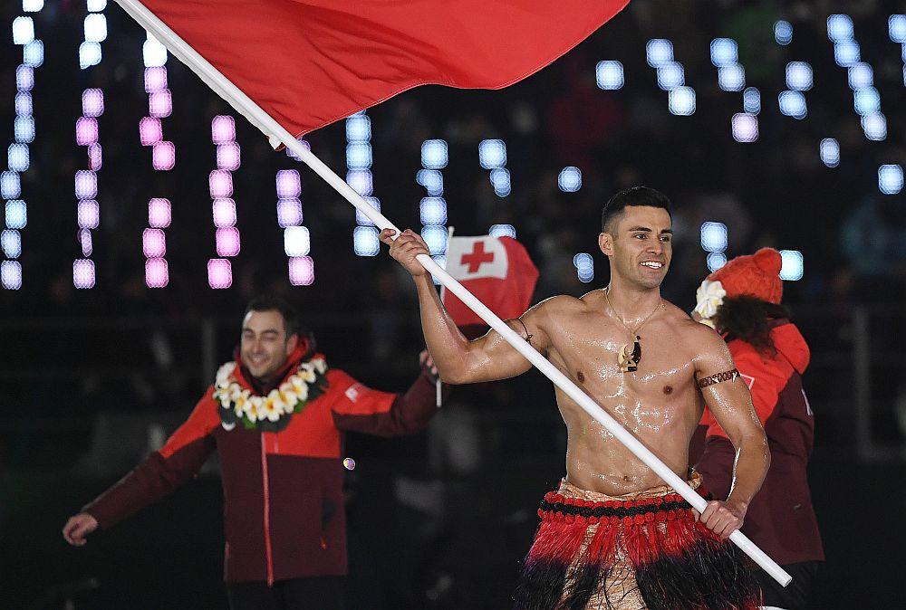 Знаменосецът на олимпийския отбор на Тонга се появи полугол на откриването на Олимпийските игри в Пьонгчанг при -2 градуса по Целзий.