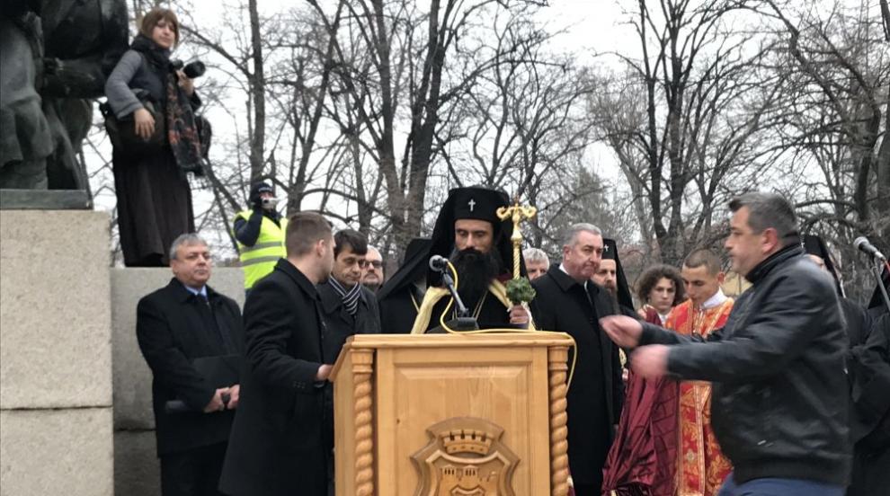 Видински митрополит Даниил бе посрещнат от стотици във Видин