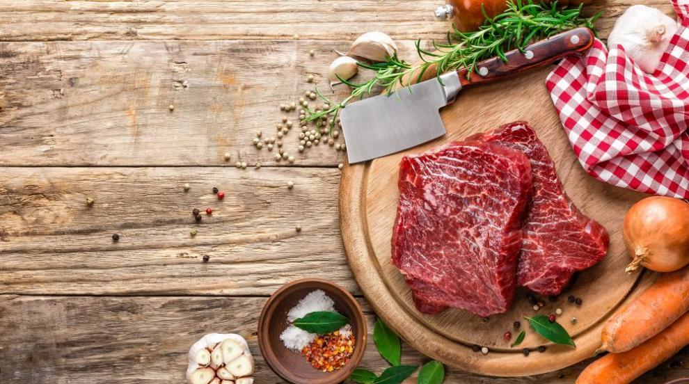 Режете суровото и готвеното месо с различни ножове и дъски, съветват лекари