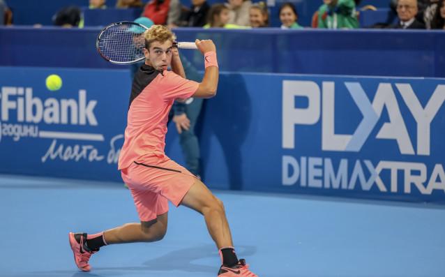 Адриан Андреев се класира за полуфиналите на турнира за юноши