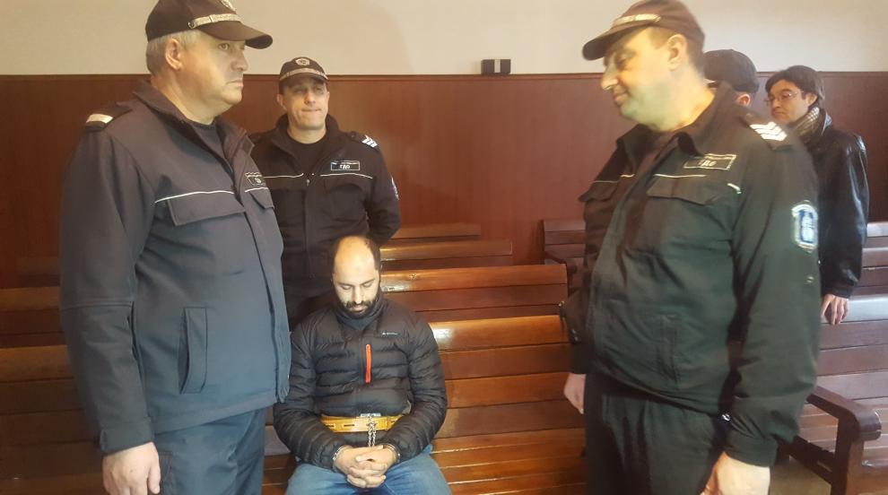 Мароканецът, обвинен в тероризъм, остава в ареста