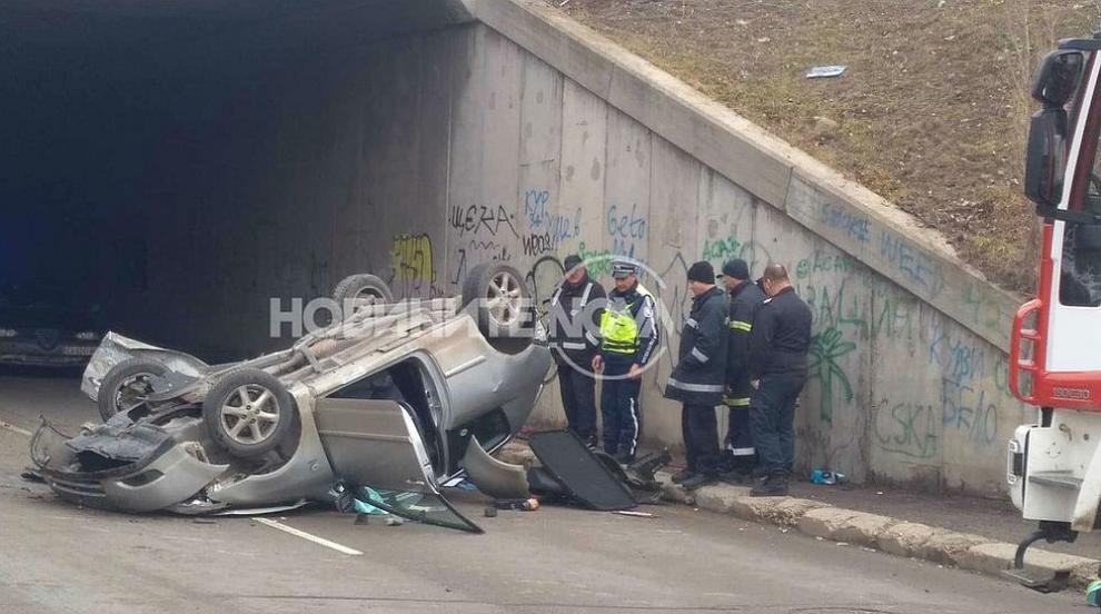 Кола падна от мост в София, жена е с опасност за живота (ВИДЕО)