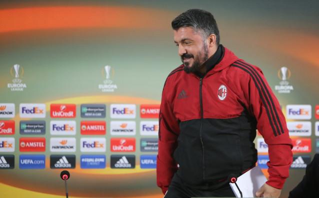 Старши треньорът на Милан Дженаро Гатузо изпрати с аплодисменти официалния