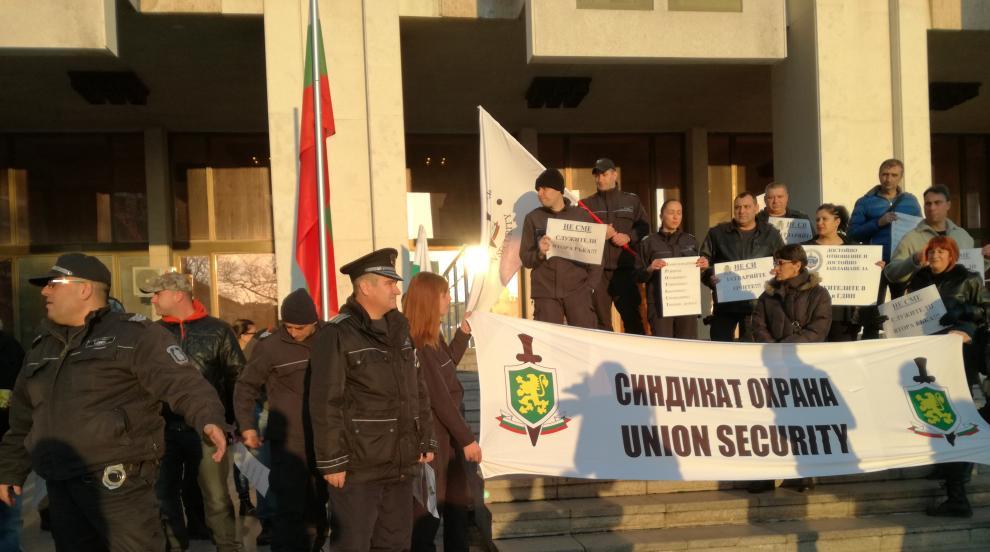 Протестите на служителите в затворите продължават