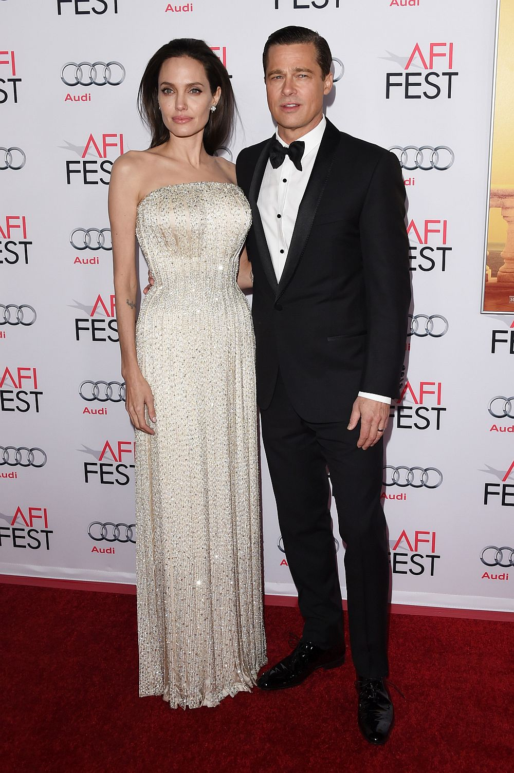 Брад Пит и Анджелина Джоли се разделиха през 2016 година. Двамата имаха дълга връзка, а през 2014 година се ожениха