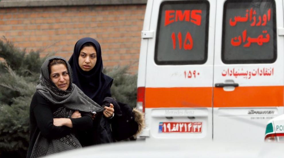 Самолет се разби в Иран, 65 души загинаха