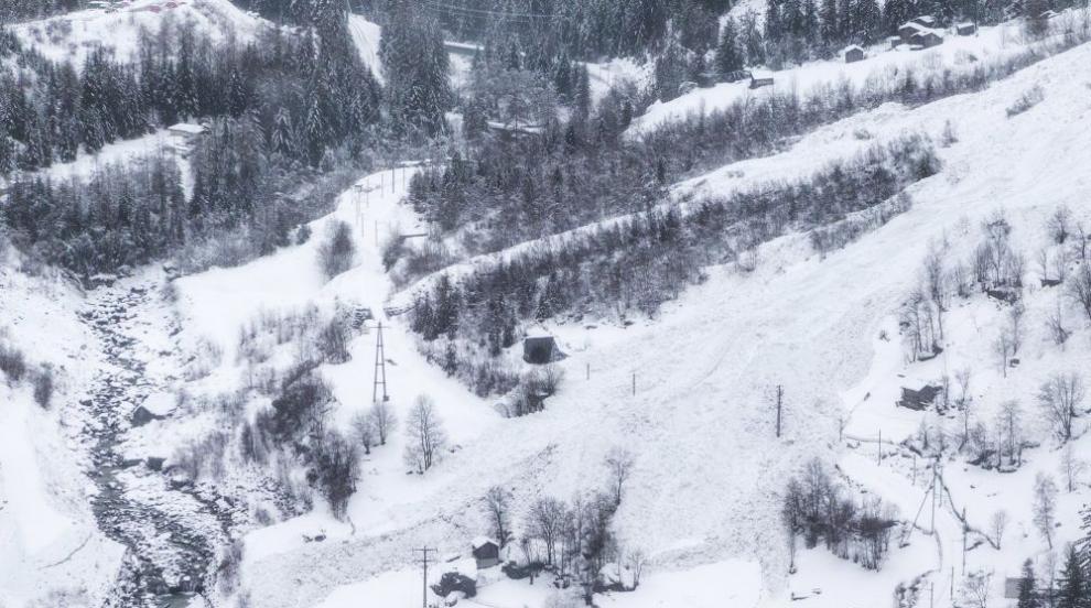 Двама пострадаха от лавина в Швейцария