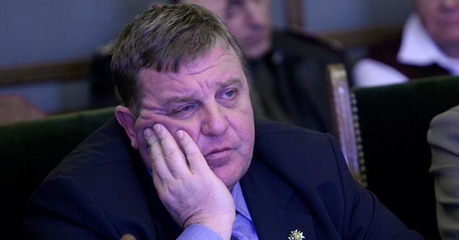 Министърът на отбраната Красимир Каракачанов заяви, че не приема критиките