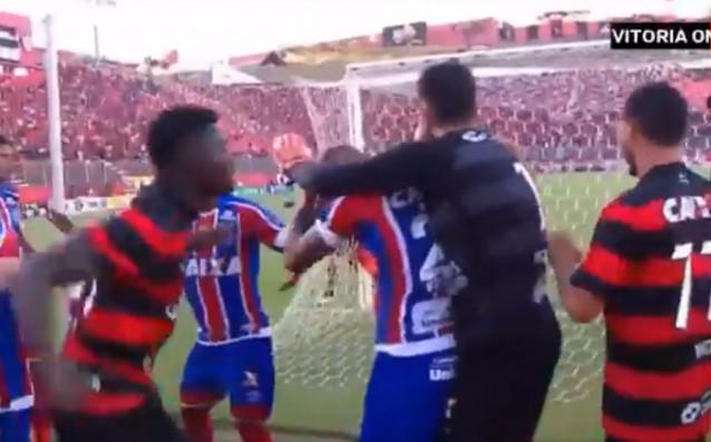 Скандално! 9 червени картона и здрав бой на мач в Бразилия