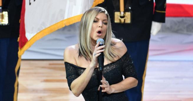 Певицата Фърги поднесе извиненията си за