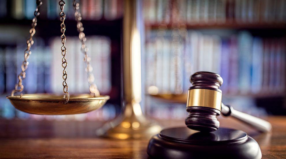 Главният прокурор на Ню Йорк подаде оставка след обвинения във физическо...
