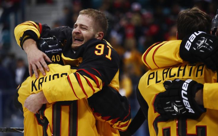 Германия сензационно детронира Канада, ще играе финал в хокея