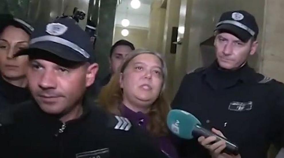 """Остава в ареста майката от """"Люлин"""", държала децата си под ключ"""