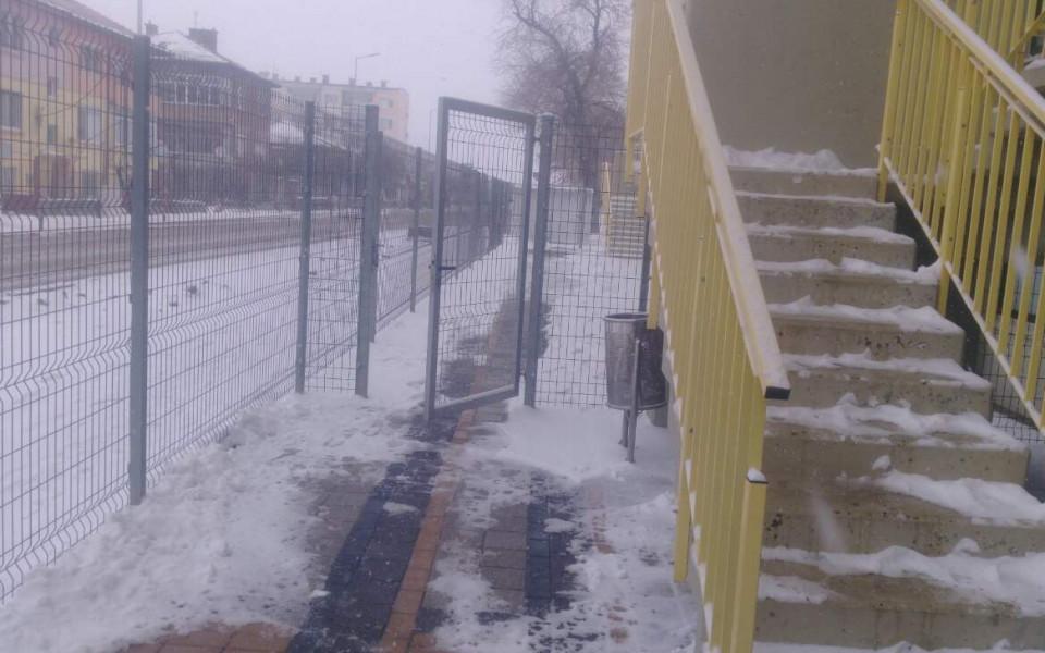 Ботев в битка със снега на стадиона в Коматево