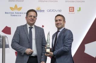Ейвън Козметикс България, големият победител в категория Маркетинг, свързан с кауза, получи приза си от заместник-кмета на Столична община Дончо Барбалов