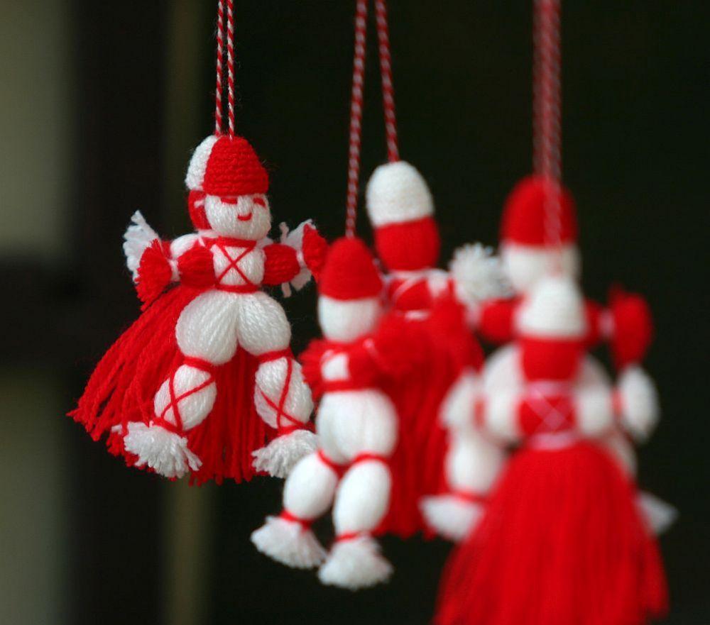 На 1 март празнуваме Баба Марта - един от най-почитаните български обичаи с хилядолетна традиция. На този ден хората, дърветата и животните се закичват за здраве и успех с мартеници, направени от пресукан бял и червен конец. Те се носят до 9 март - църковния празник на Свети 40 мъченици или до 25 март - Благовещение. Мартеницата може да се свали и при първото виждане на щъркел, на лястовица, кукувица или на цъфнало дърво.
