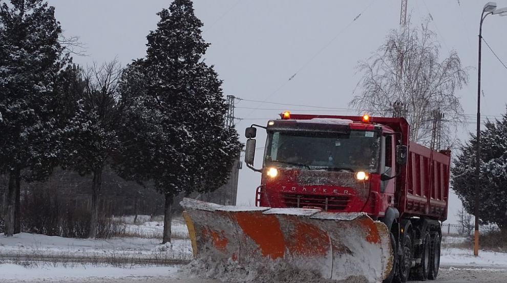 Катастрофа между автомобил и снегорин, има пострадал