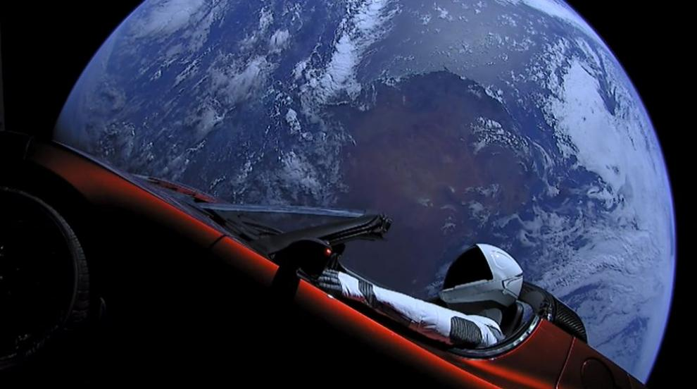 Колата на Илон Мъск се приближи до Марс (ВИДЕО)
