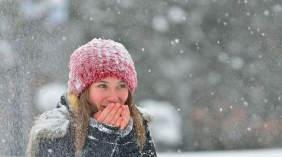 Студ и сняг в почти цялата страна