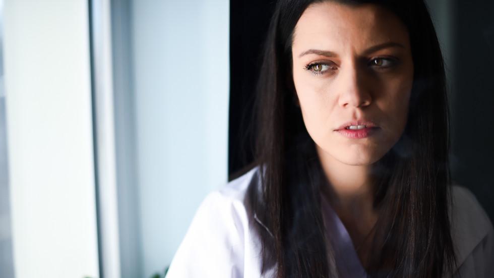 """<strong>Ралица Паскалева е номинирана за ролята на д-р Галя Стилянова в """"Откраднат живот""""</strong><br> <br> Ралица Паскалева е поредната млада и многообещаваща актриса, която участва в"""