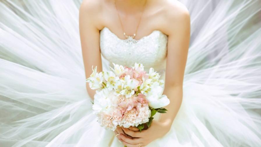 Жени се омъжват за... дървета (СНИМКИ)