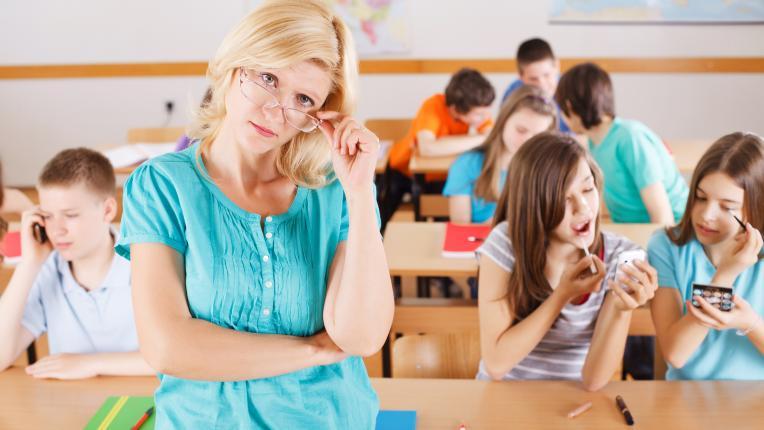 Трябва ли тийнейджърките да носят грим, когато са на училище?
