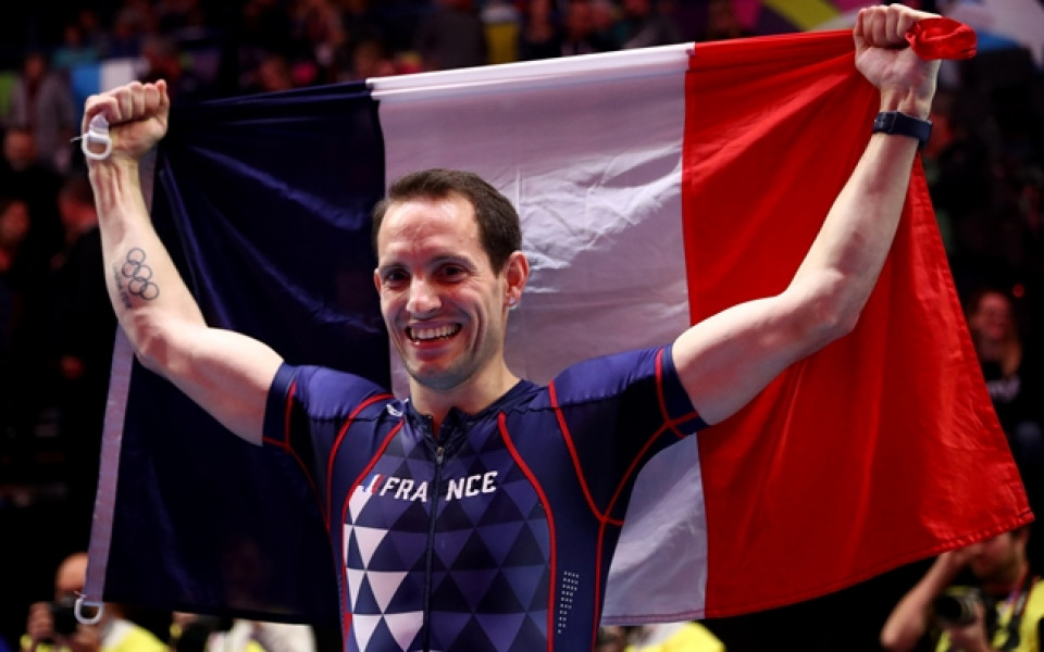 Французин с трета световна титла в зала на овчарски скок
