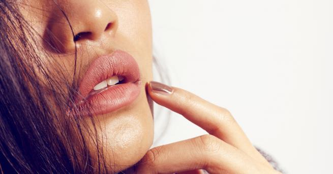 Устните лесно изсъхват и се напукват, но понякога се случва