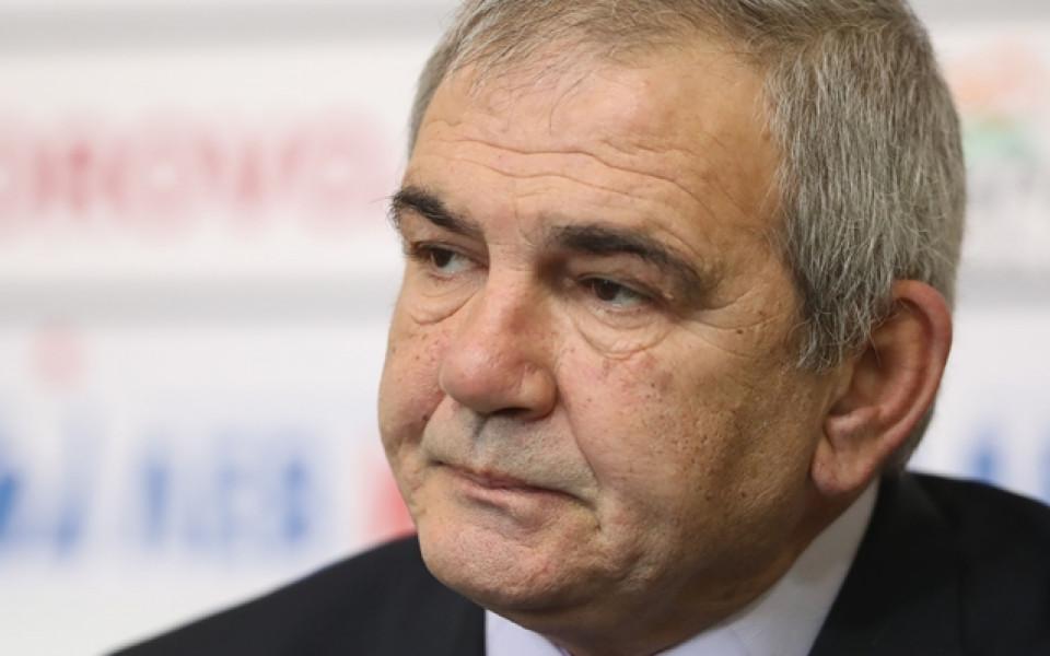 Чолаков: Грозно е да се комуникира чрез медиите