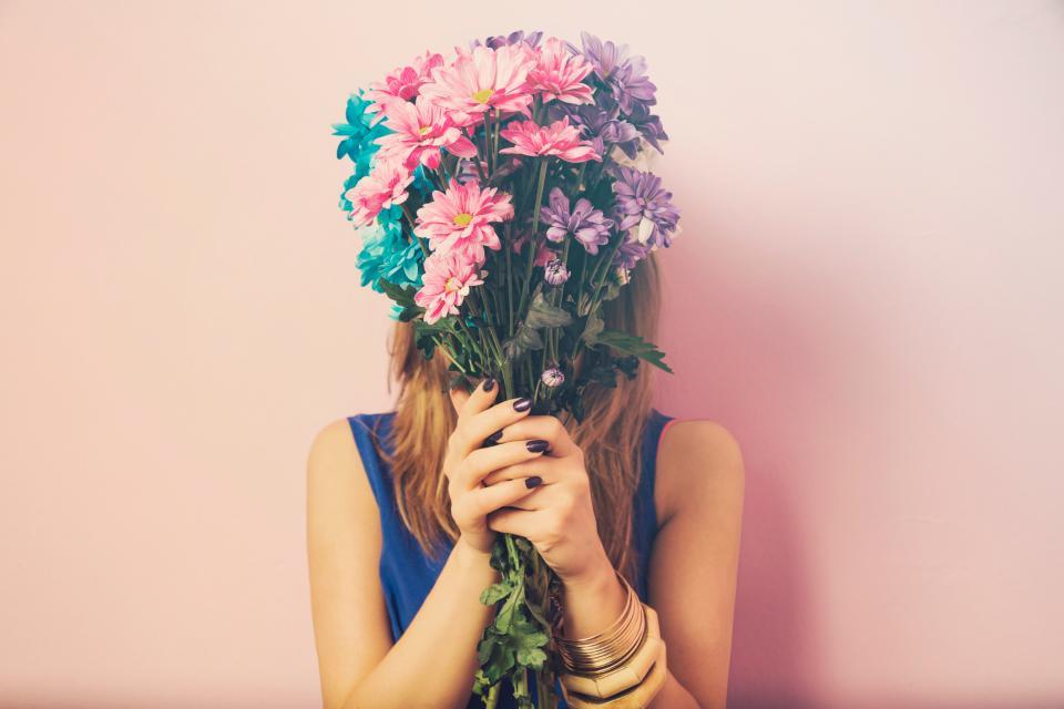 жена цветя