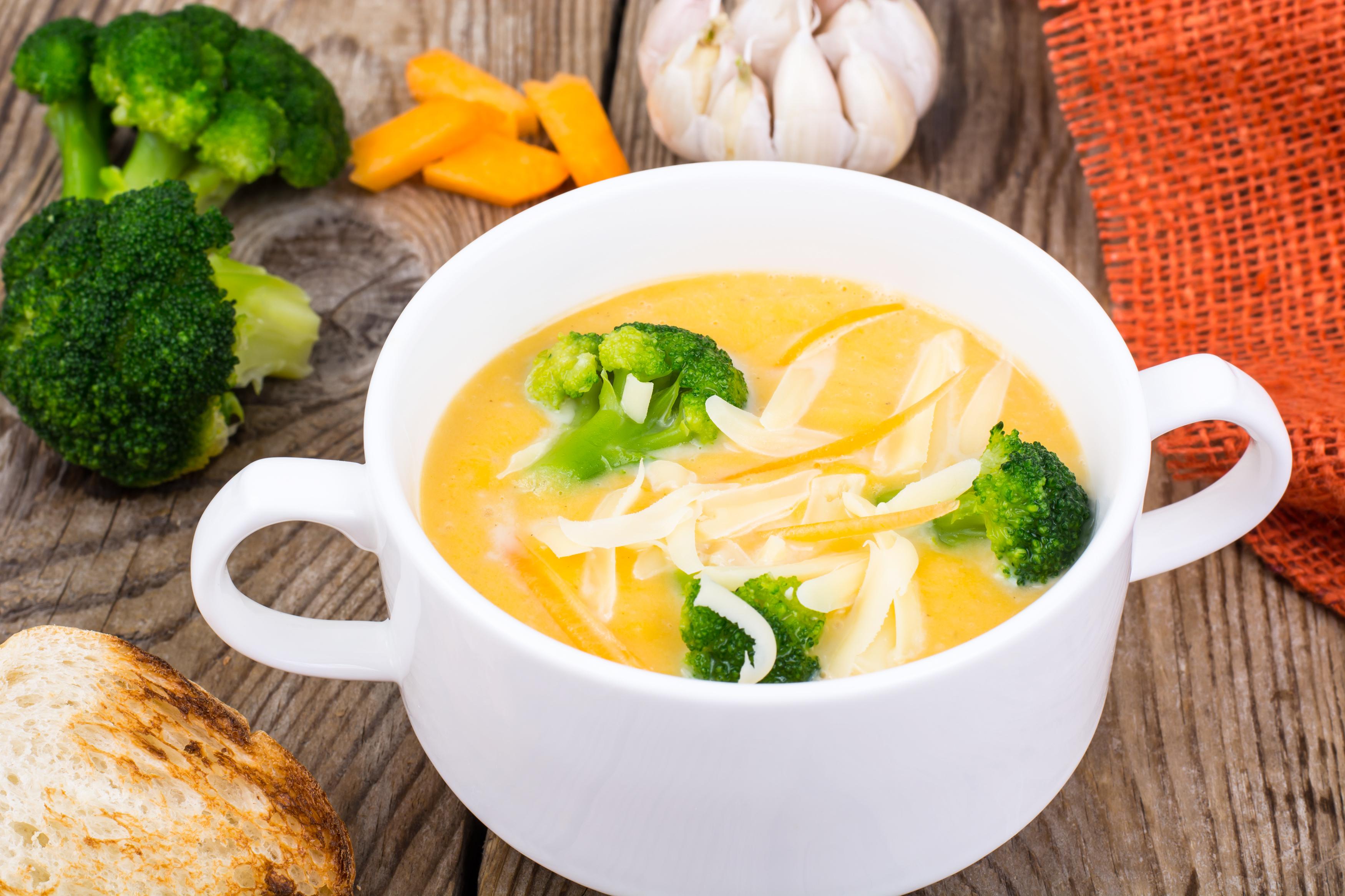 Картофена крем супа с броколи и пикантно олио