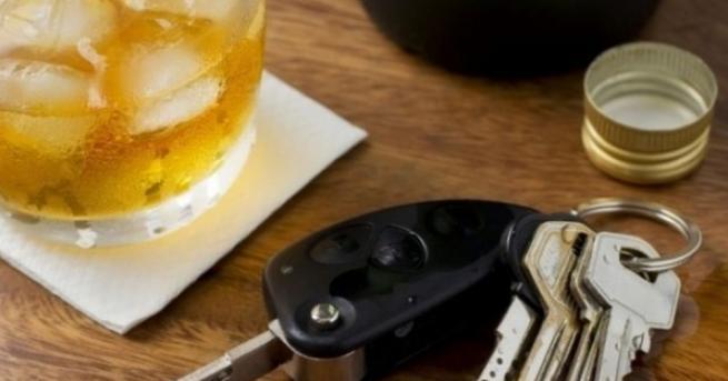 Почти 4 промила алкохол отчел дрегерът, връчен от полицаи на