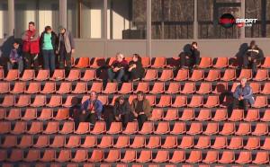 Футбол в прекрасно време, но само пред 44 зрители