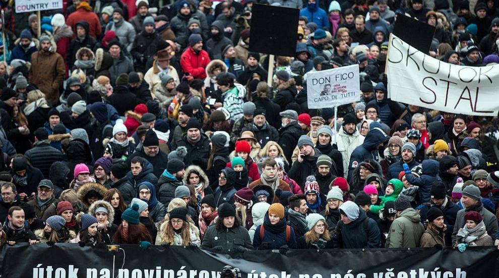 Хиляди на протест срещу корупцията в Братислава