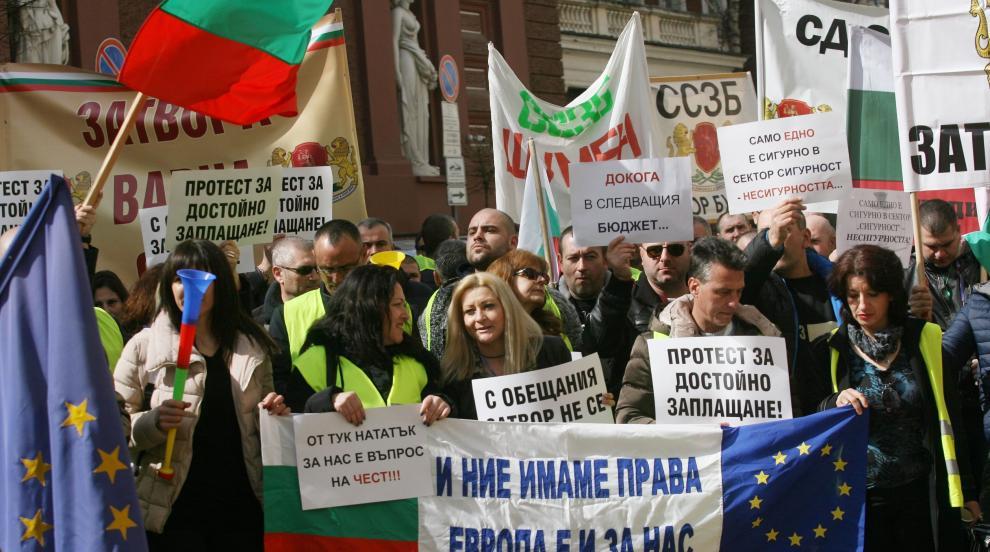Хиляди служители на затворите протестираха в София
