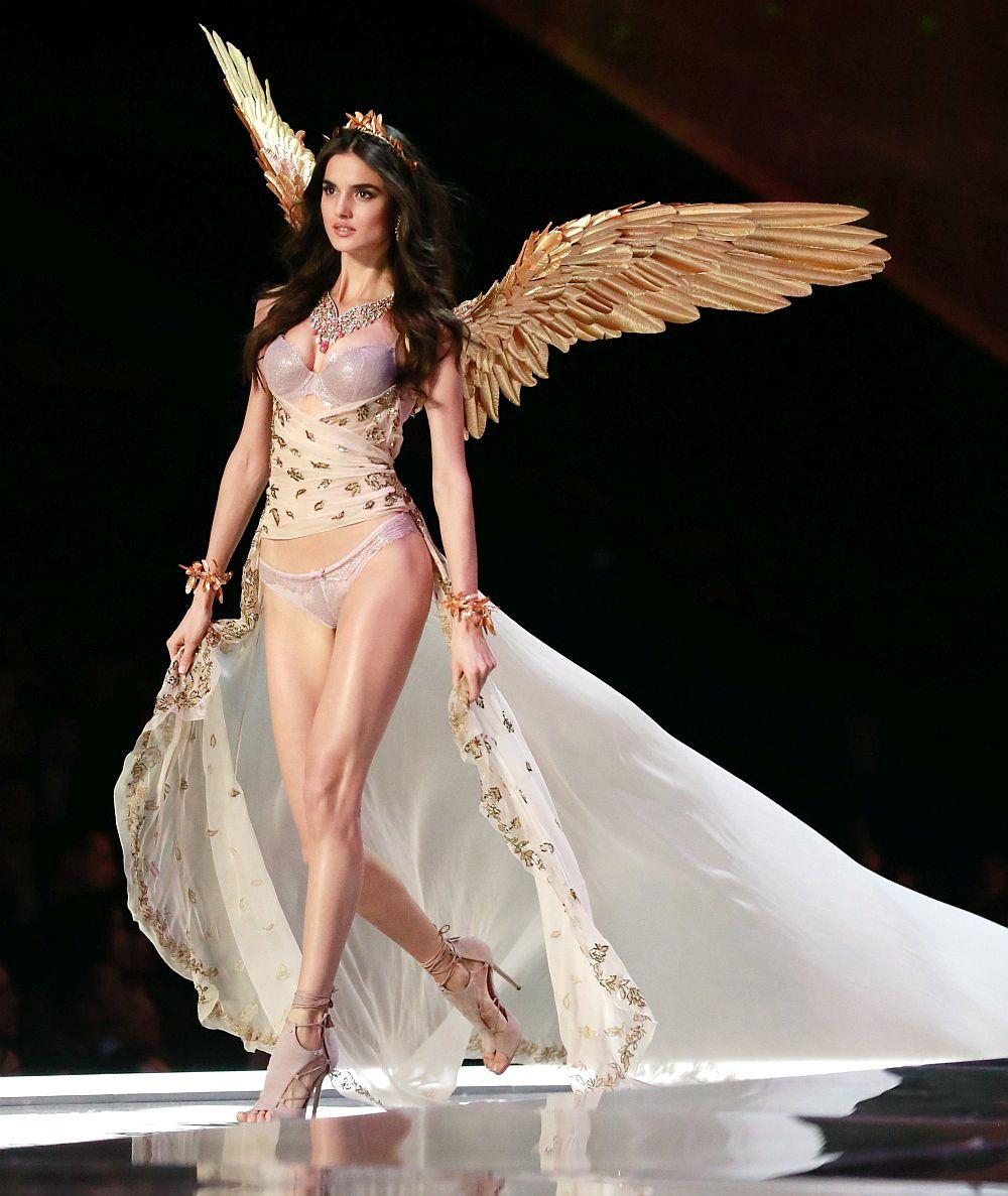 Испанският модел Бланка Падила