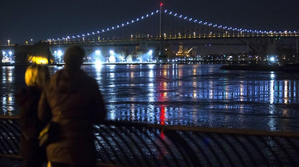 Хеликоптер катастрофира в река в Ню Йорк (СНИМКИ/ВИДЕО)