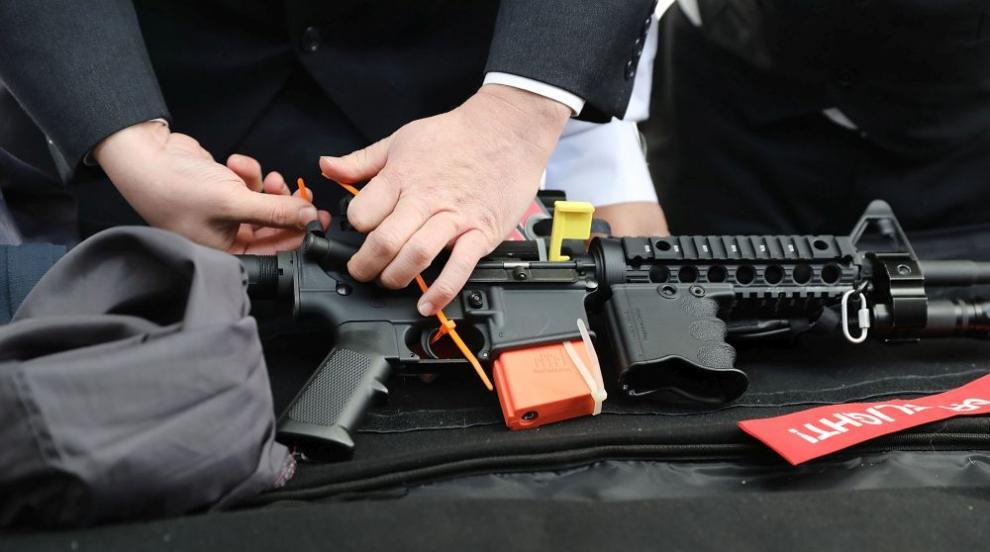 Разбиха престъпна група за търговия с оръжия