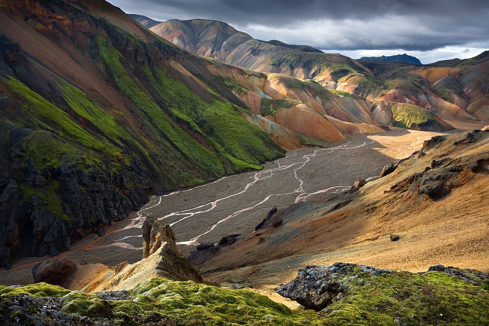<strong>Fjallabak, Исландия </strong><br> <br> Разходката из този неописуемо красив район ще ви остави без думи.