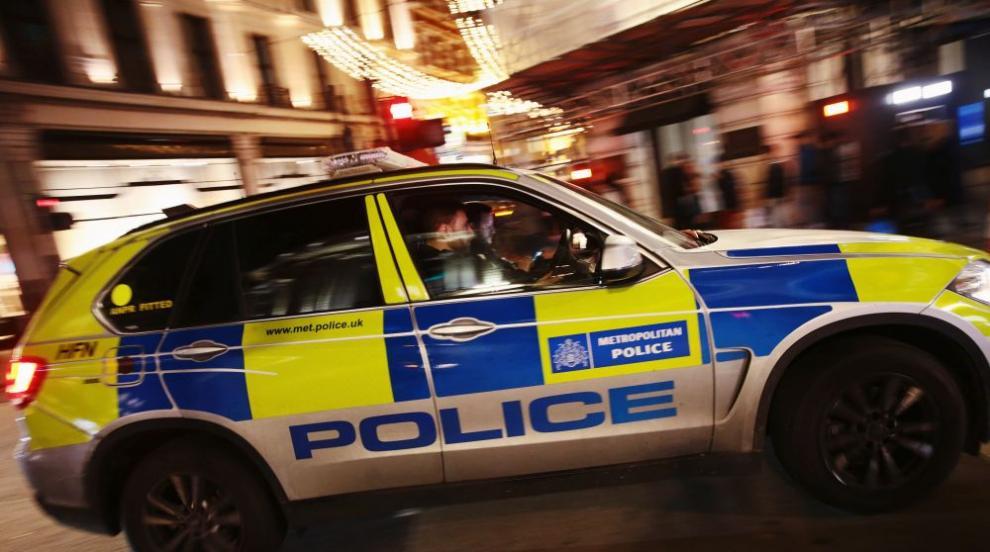 Автомобил се вряза в полицейско управление в Лондон...