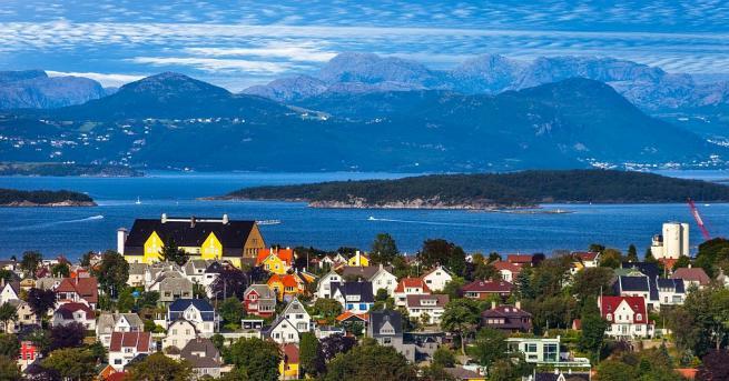 Южната част на скандинавския полуостров се подготвя за мощна буря,