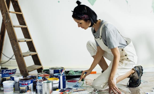 Покупка на материалите. Обичате ли да пазарувате? Дори и за запалените шопинг маниаци избора на материали, текстил и осветителни тела може да се окаже сложен процес. За ваше щастие вашият интериорен дизайнер, след като е създал подробен проект за интериорния дизайн на вашия дом е избрал и съответните материали и цветове, които ще са необходими.