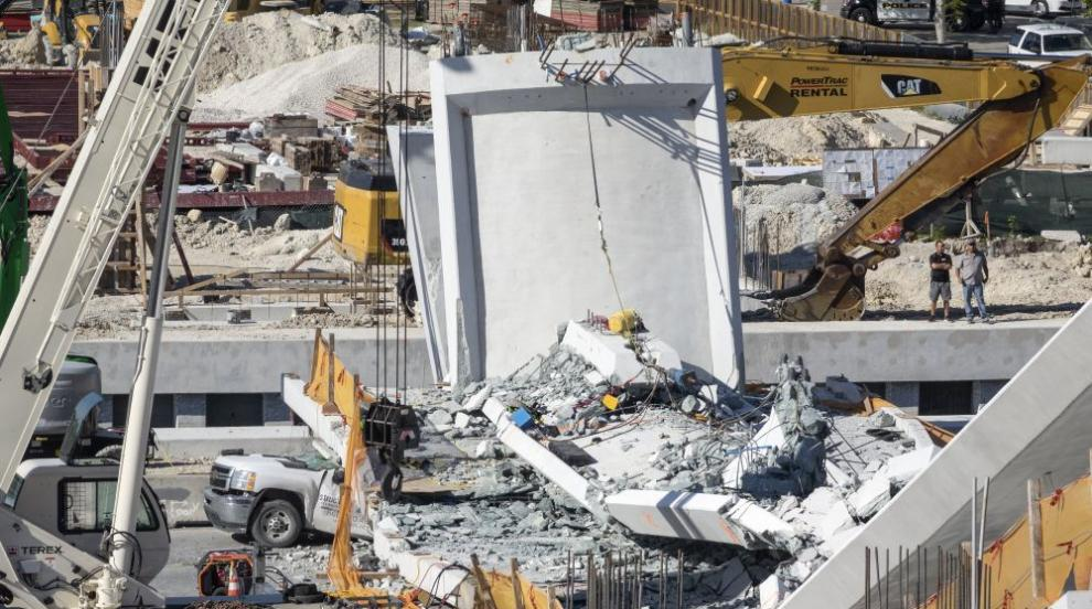 Разследват причините за срутването на мост в Маями (СНИМКИ)