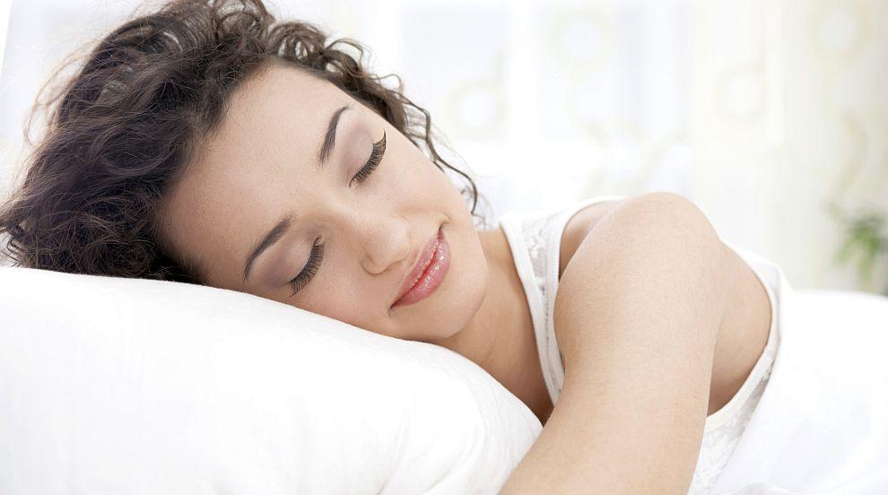 Разкриха кои са най-полезната и най-вредната поза за сън (СНИМКИ)