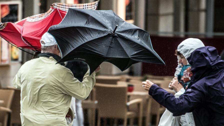 Опасно време у нас, буря в Гърция