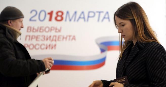 Избирателната активност на произвежданите днес президентски избори в Русия е