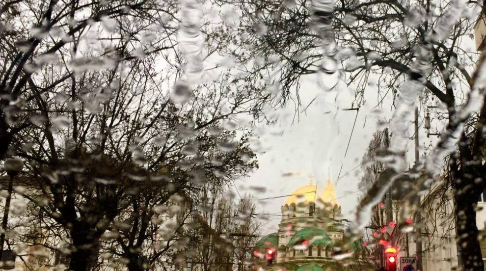 Аварийни екипи са на терен заради проливния дъжд в София