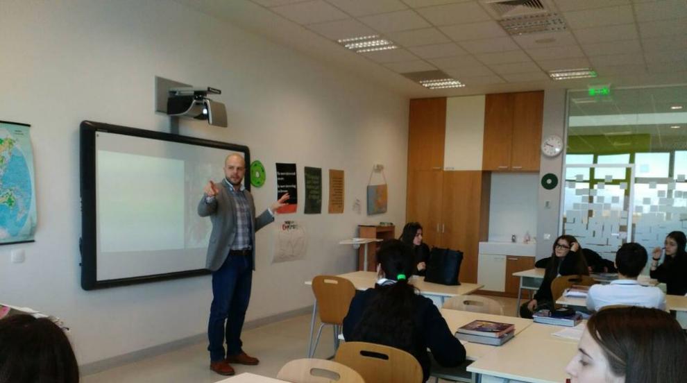 Историята на един млад учител, който избра да остане в България