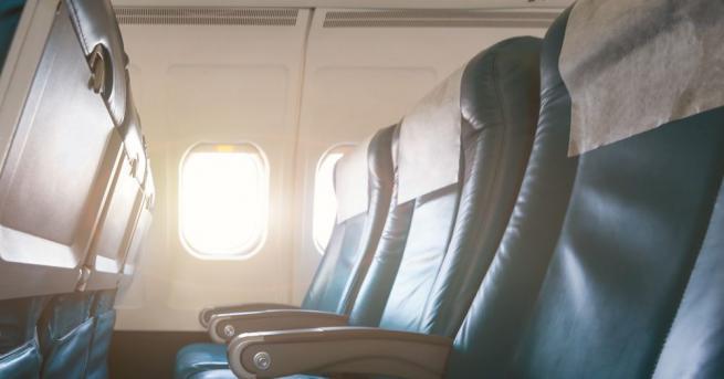 Снимка: Опасността от зараза с вирус е най-малка на местата до прозореца в самолета