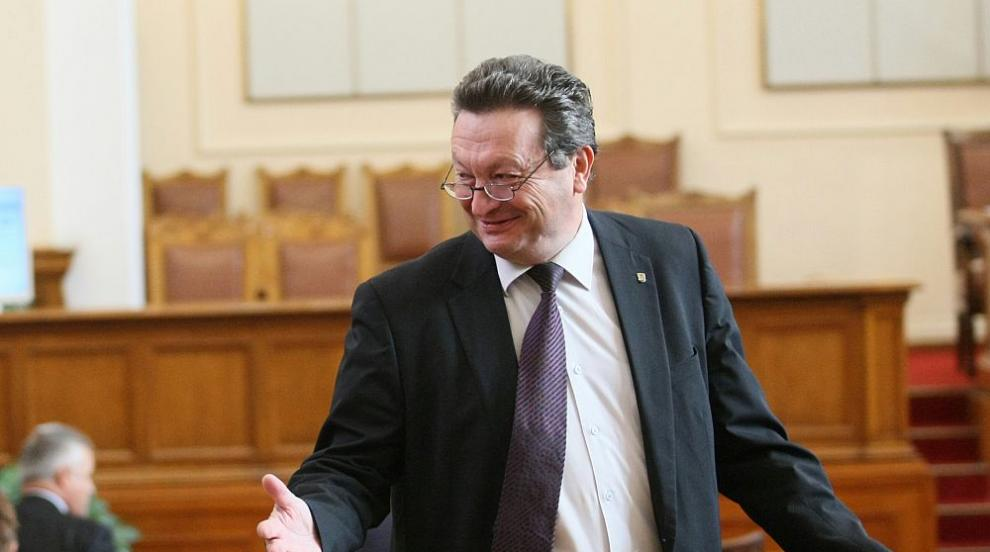 Статус на Таско Ерменков във Facebook предизвика напрежение в парламента